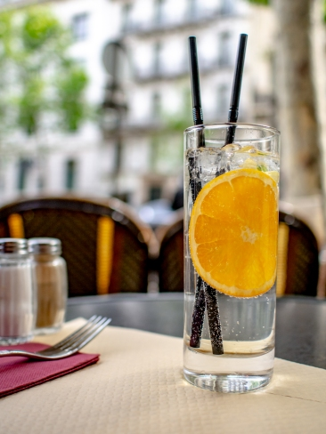 (iPhone) : iThe French versos of a gin and tonic.